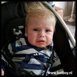 eerste hapje, fruithapje, proeven, batboy, baby, 16 weken, 4 maand
