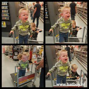 kar, winkelwagen, praxis, schreeuwen, huilen, krijsen, winkelen met kinderen, batboy