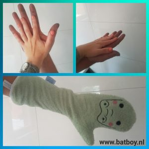 batboy, invented 4 kids, baby, baby shower glove, douchen, kindje, handschoen, glibberig
