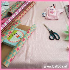 Cadeautjes inpakken, cadeautjes, inpakken, batboy, kraamcadeau, 9 cadeautjes, cadeautjes, 9 maanden koffer, koffer