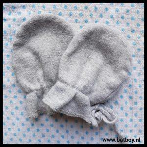 nagels knippen, nageltjes vijlen, baby, schaar, knipper, vijl, handschoentjes, sokjes, batboy, nageltjes knippen