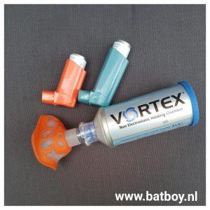 vortex, hoesten, inhaleren, astma, bronchitis, zwaar ademen, kind benauwd, batboy, ziekhuis, inhaleren