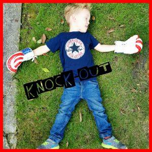 knock-out, boksen, boksbal, boshandschoen, batboy, stoeien, energie, uitleven, jongen, broer