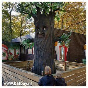 sprookjesboom, attractiepark sprookjeshof, zuidlaren, mamablog, jongens, batboy