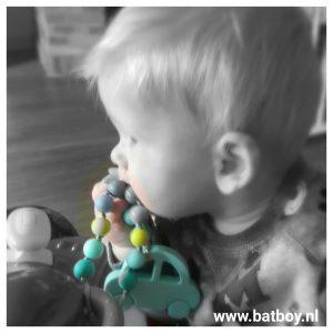 lieve kleine rups, batboy, bijtring, speelketting, bijtsieraden, kauwen, schoonmaken, brent, doorkomende tandjes, baby