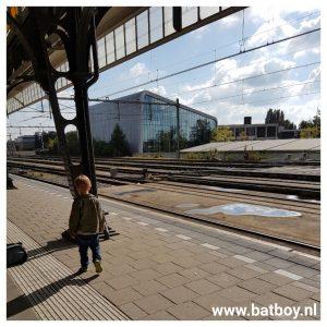 trein, ns, reizen, trein reizen, batboy, mamablog, blogger, kinderen, jongens, hengelo, station, enschede