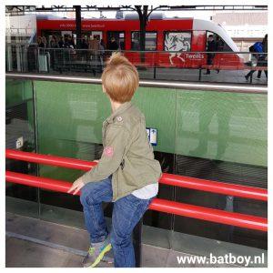 trein, station, reizen, hengelo, enschede, ns, batboy, mamablog, blogger, kinderen, treinen