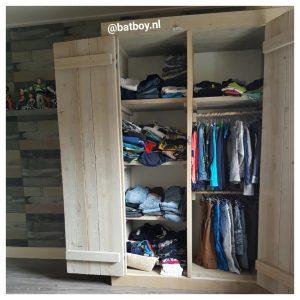 kledingkast, jongenskleding, kledingkast van steigerhout