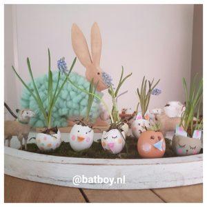 diy, paasbakje, pasen, eieren, bloembollen, bloemen, blauwe druifjes