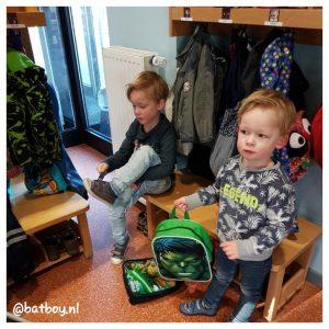 kindergarten, samen naar school. doeg mama