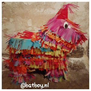 pinata, een pinata maken, batboy, verjaardag, verjaardags stress, piñata