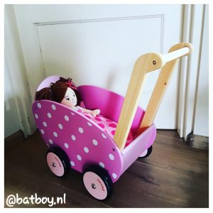 batboy, poppenwagen, cadeautjes voor de eerste verjaardag van een meisje