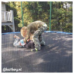 trampoline voor kinderen, batboy, mamablog, jongens