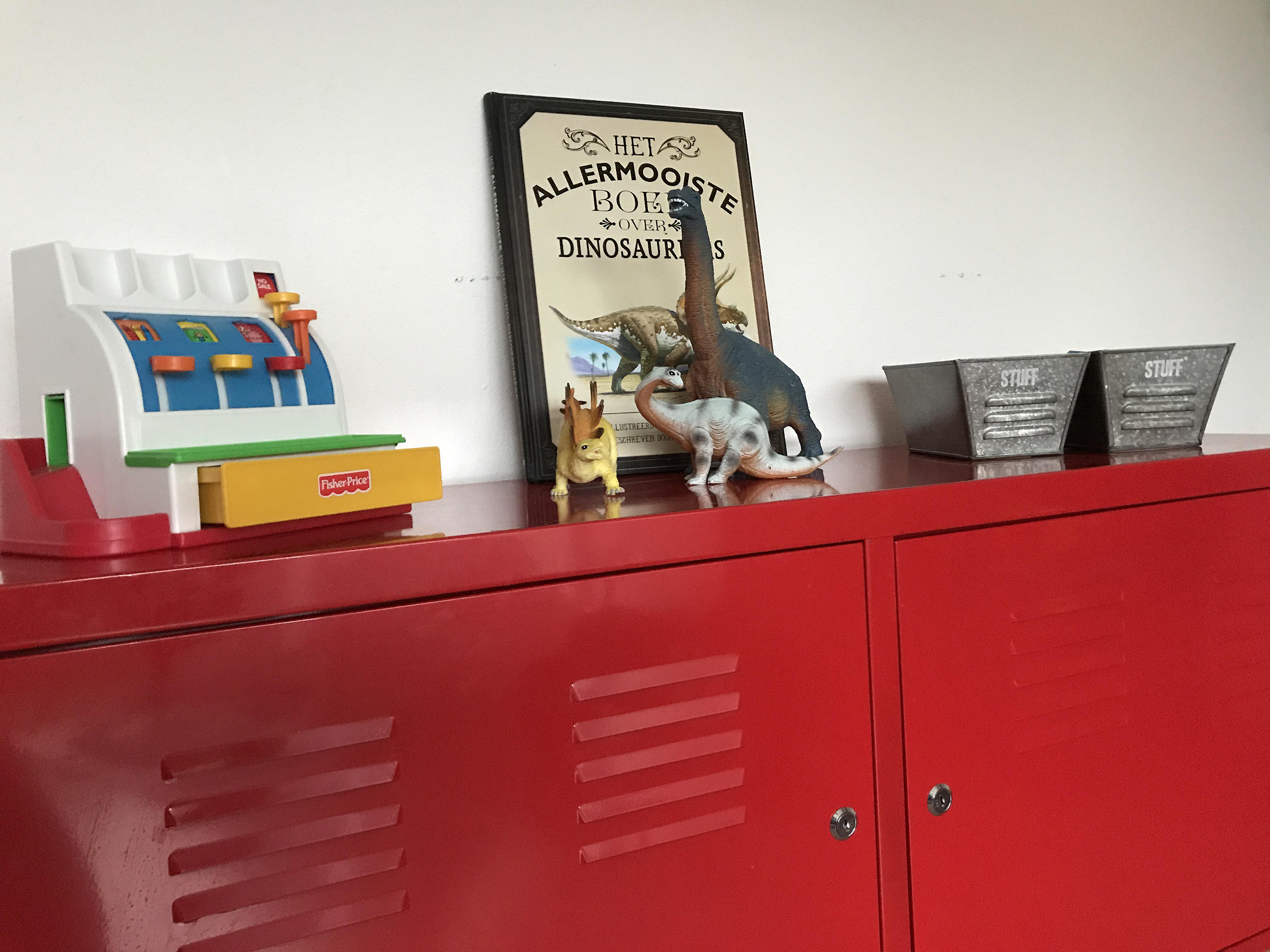 Accessoires Slaapkamer Kind : Een kijkje in de slaapkamer van een brandweer en dino fan batboy