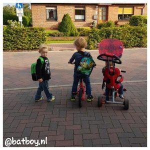 mamablog jongens, batboy, de eerste dag naar de kindergarten