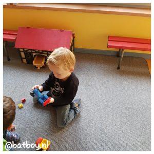 de eerste dag naar de kindergarten, batboy, mamablog, jongen
