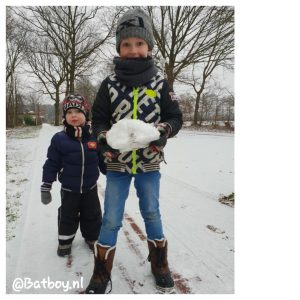 sneeuw, sneeuwballen gevecht