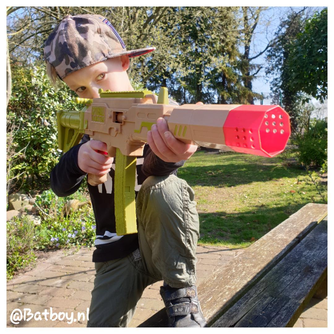 Wat vinden jongens zo leuk aan speelgoed wapens?