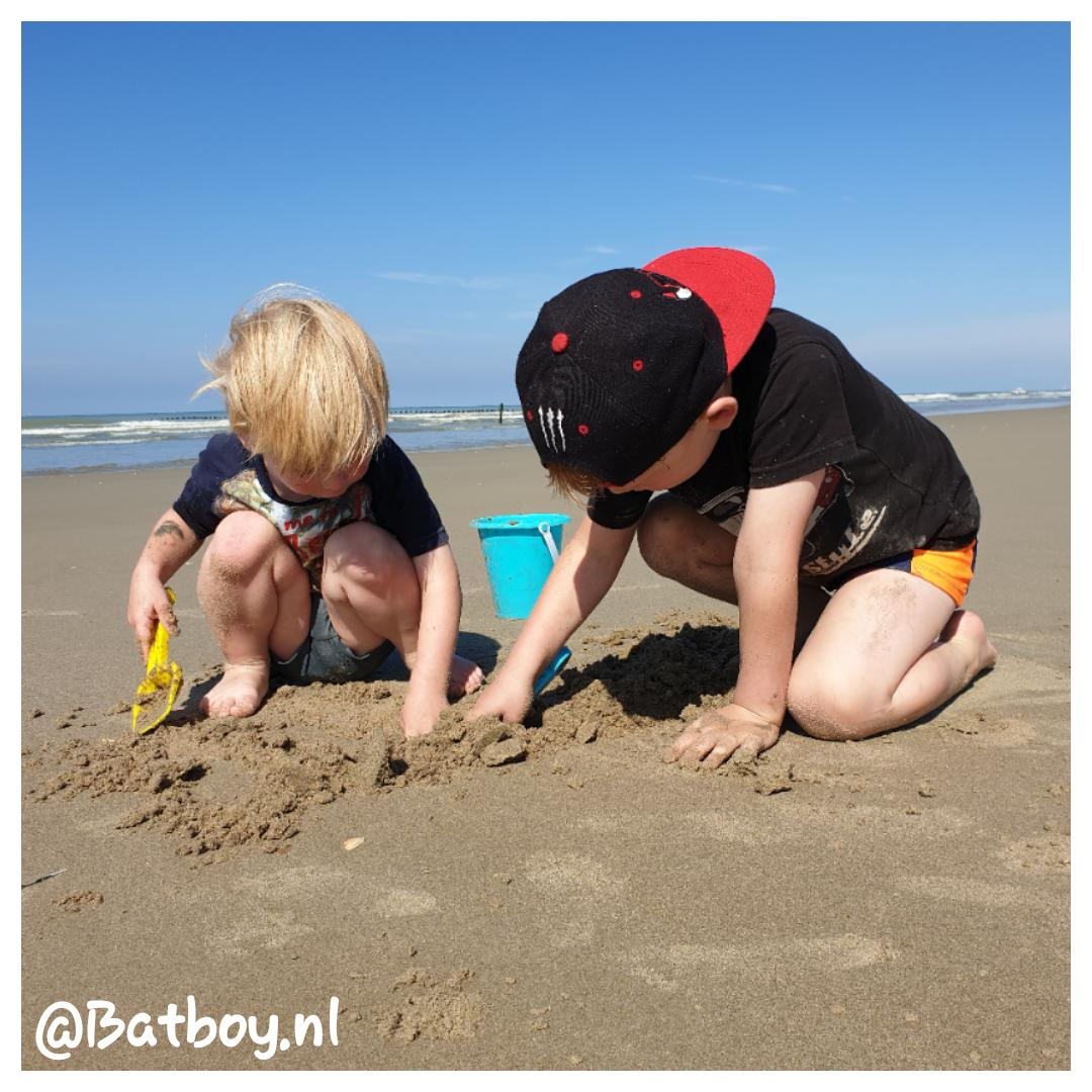 Dit strandspeelgoed is onmisbaar voor kinderen